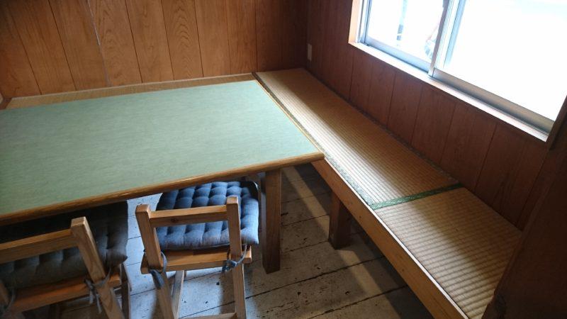 沖縄市胡屋なか・ゆくいのテーブル席
