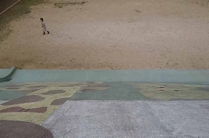 沖縄市諸見里コザ運動公園アスレチック広場のすべり台