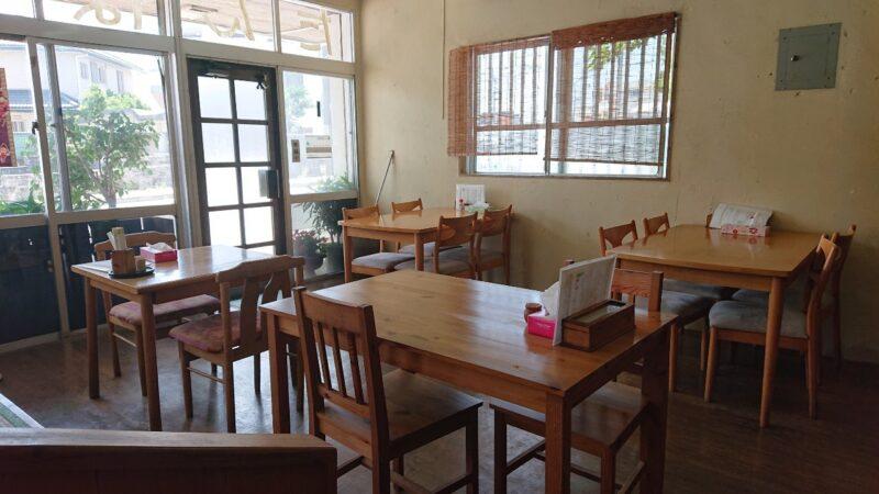 たんぽぽ食堂沖縄市園田の店内