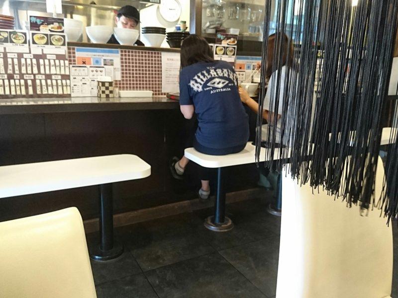 鶏だし工房Garyu-ya(がりゅうや)沖縄市泡瀬のカウンター