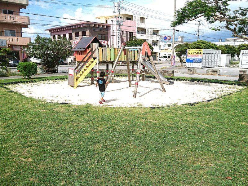 沖縄市泡瀬ビジュルの遊具
