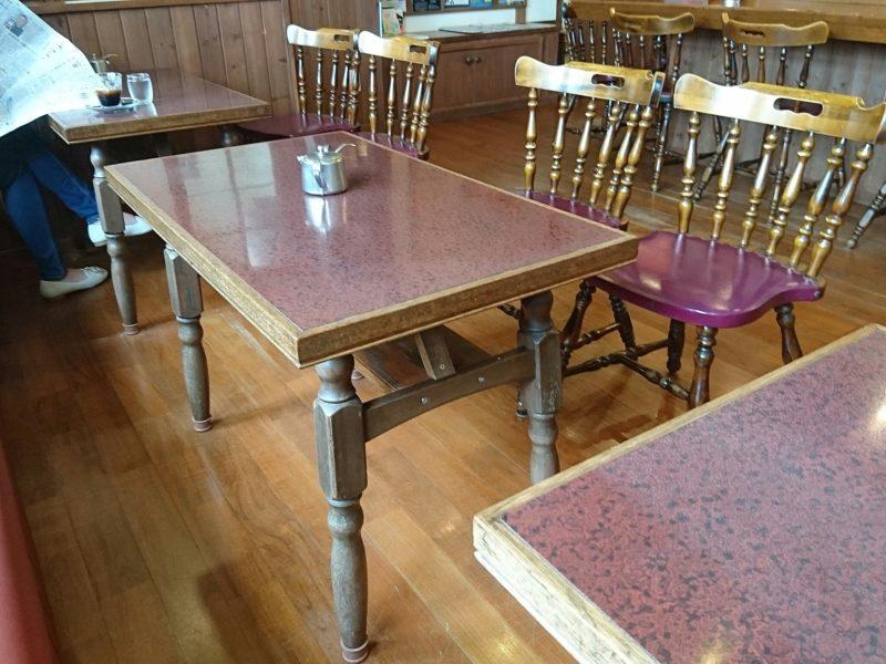 沖縄市原点のテーブル席