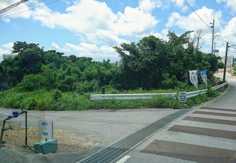 沖縄市与儀バレイズカフェ前の通り