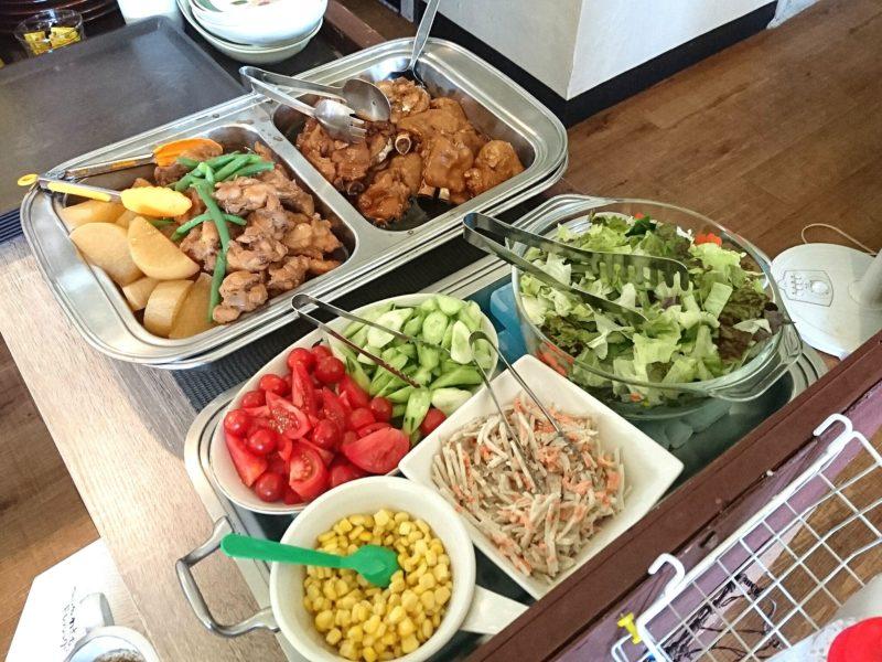 沖縄市与儀バレイズカフェの料理
