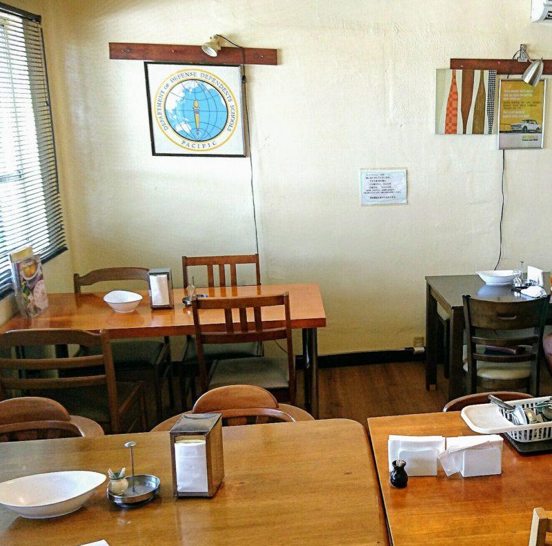 沖縄市与儀バレイズカフェ店内