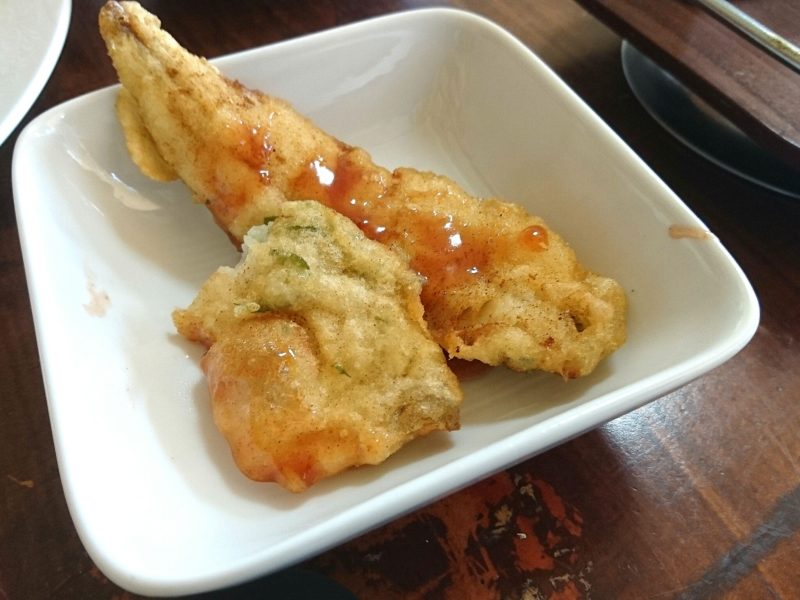 沖縄市与儀バレイズカフェの魚フライ