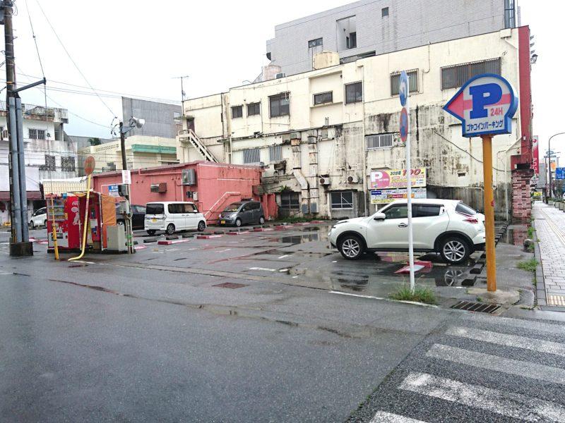 沖縄市ゴヤケーキの駐車場
