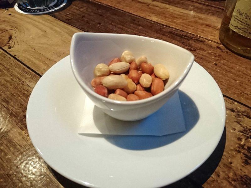 沖縄市胡屋BAR BROR(バーブロー)のナッツ