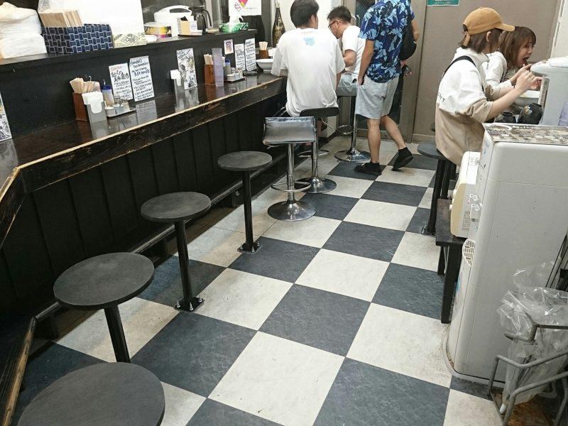 麺やKEIJIRO(けいじろう)沖縄市胡屋店内