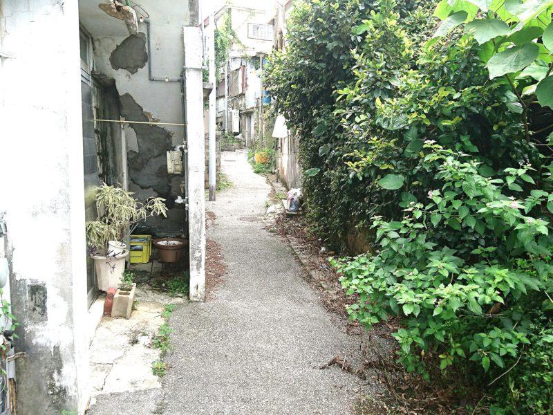 沖縄市上地中の町の路地裏