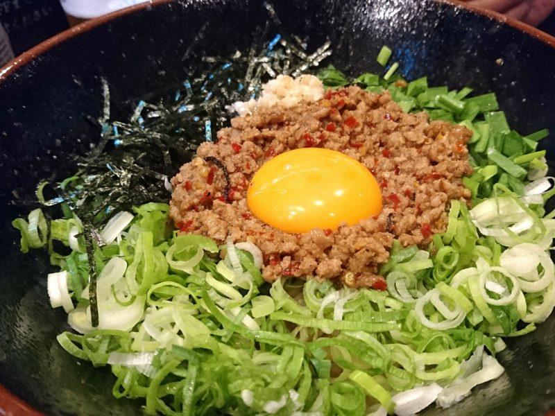 沖縄市上地中の町夜麺食堂松風の台湾まぜそば