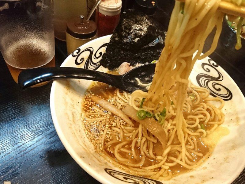 沖縄市上地中の町夜麺食堂松風の麺