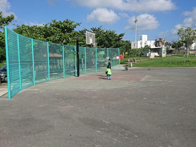 沖縄市知花白川街区公園のバスケットコート