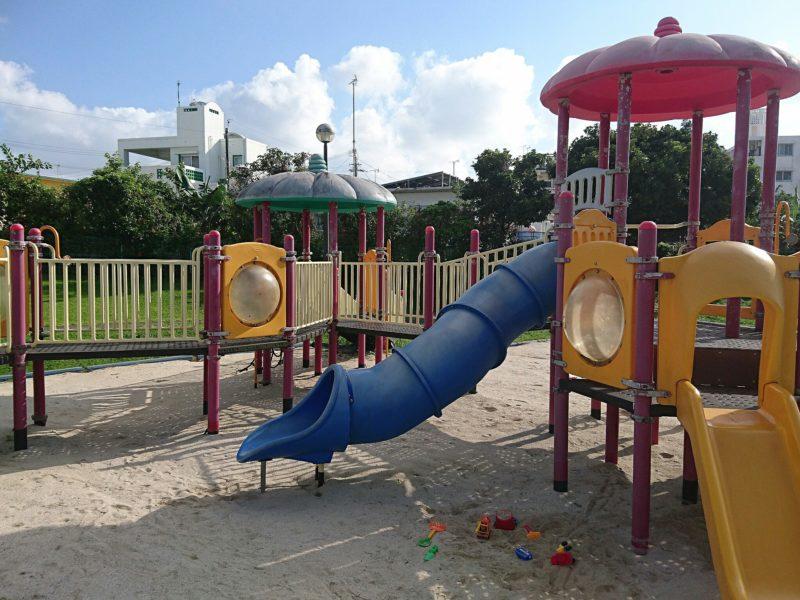沖縄市知花白川街区公園の遊具