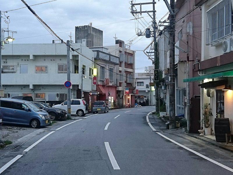 沖縄市百軒通り