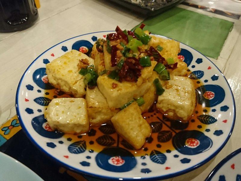 沖縄市諸見百軒通りパッソの島豆腐