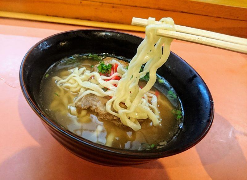 沖縄市沖縄そば家の麺