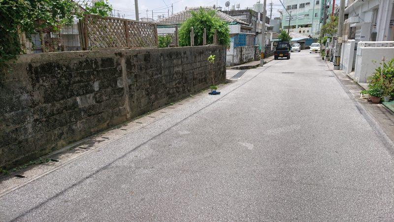 沖縄市平和食堂の駐車場