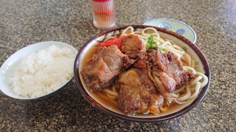 沖縄市平和食堂のソーキそば