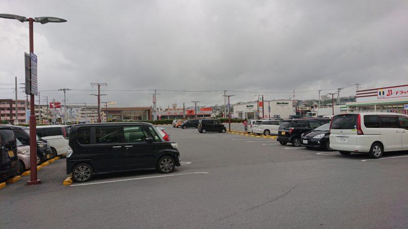 沖縄市古謝食堂びん玉の駐車場