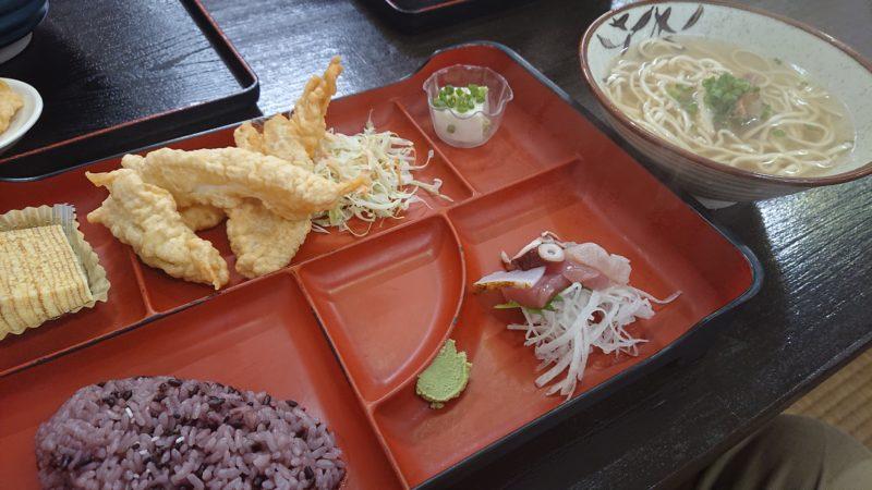 沖縄市古謝食堂びん玉の八重山そば定食