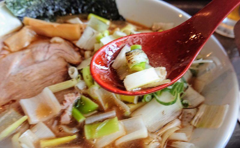 ゆいまーる人沖縄市安慶田煮干しラーメンの長ネギ