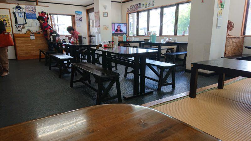沖縄市すば処うゎちちの店内