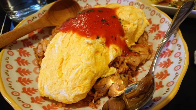 沖縄市胡屋肉バル絆のオムライス