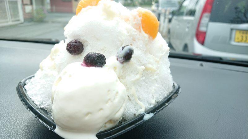 沖縄市海邦町パーラーストロベリーアイスの白くまぜんざい