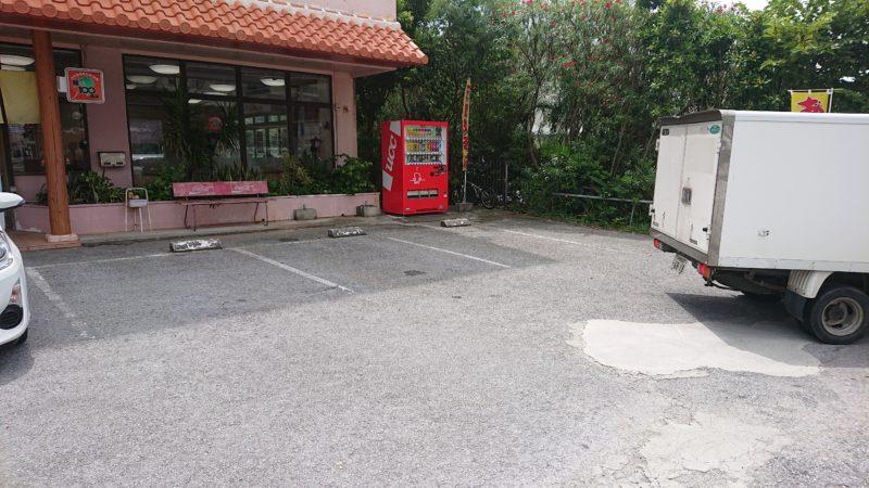 沖縄市与儀島人そば駐車場
