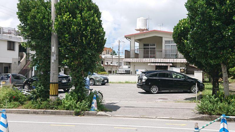 沖縄市松本うなぎ大和田の駐車場