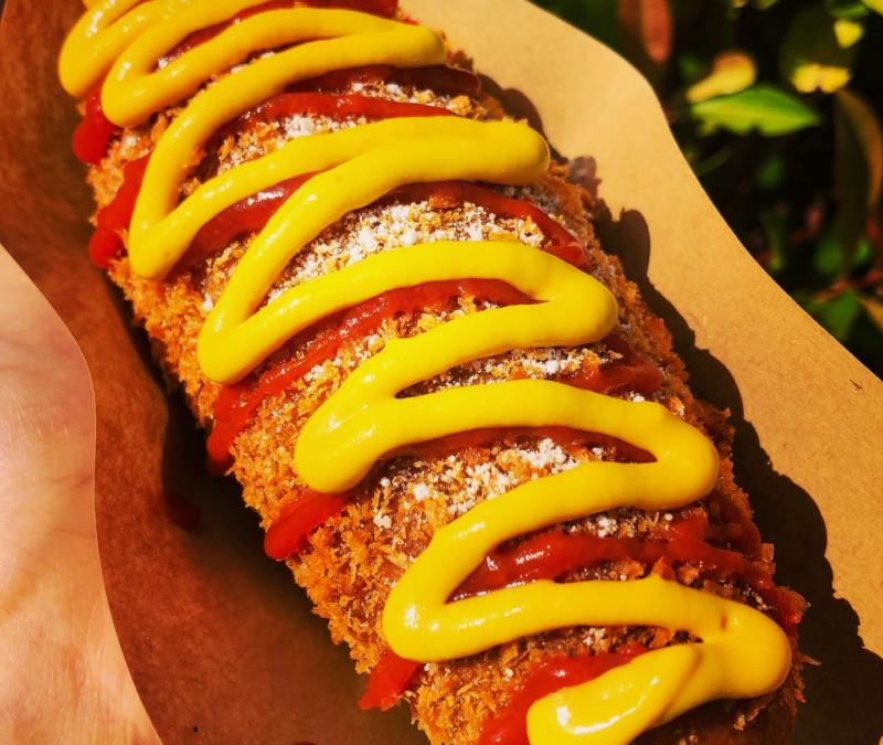 沖縄市海邦町パーラーストロベリーアイスのチーズドッグ