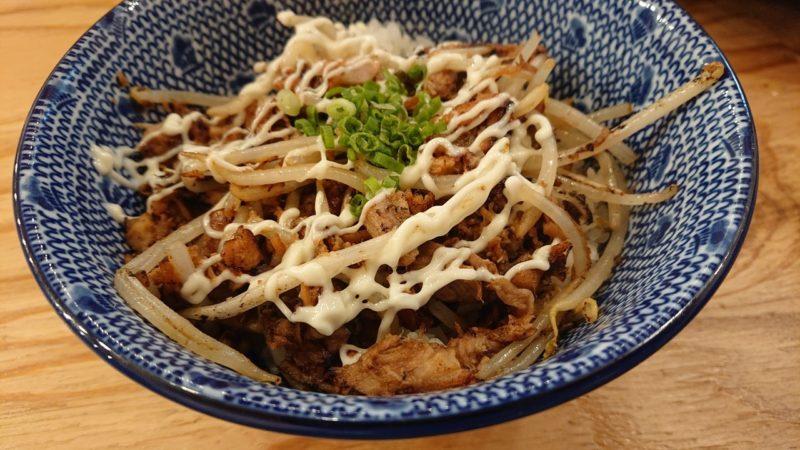 下品なぐらいダシのうまいラーメン屋沖縄市園田の豚マヨ丼
