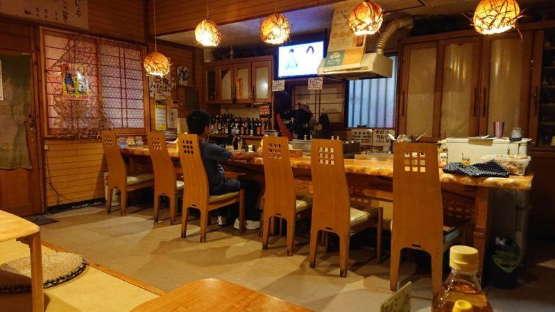 沖縄市諸見里おでんくばやの店内