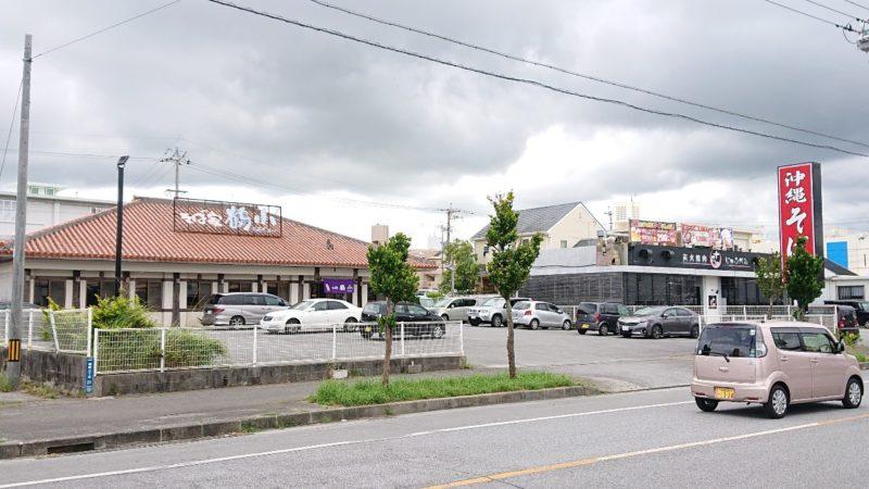 沖縄市美原そば家鶴小の外観