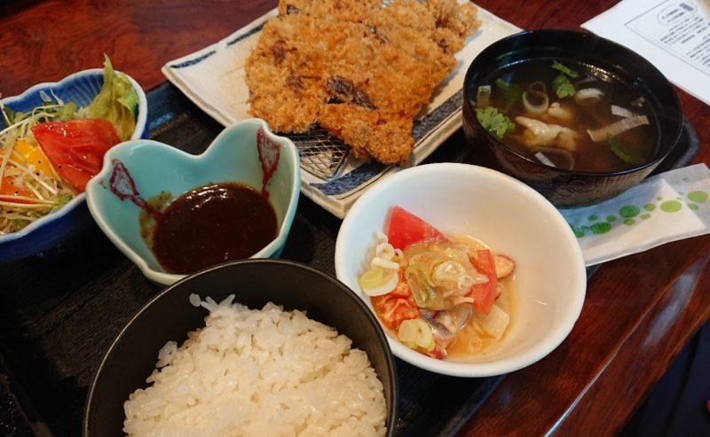 沖縄市胡屋割烹末広のとんかつ定食