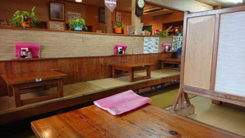 沖縄市中央定食丸仲の店内