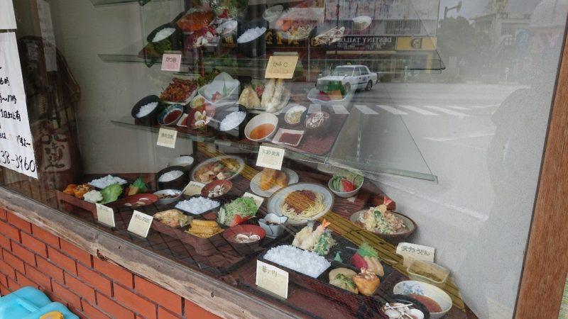 沖縄市中央定食丸仲の入り口