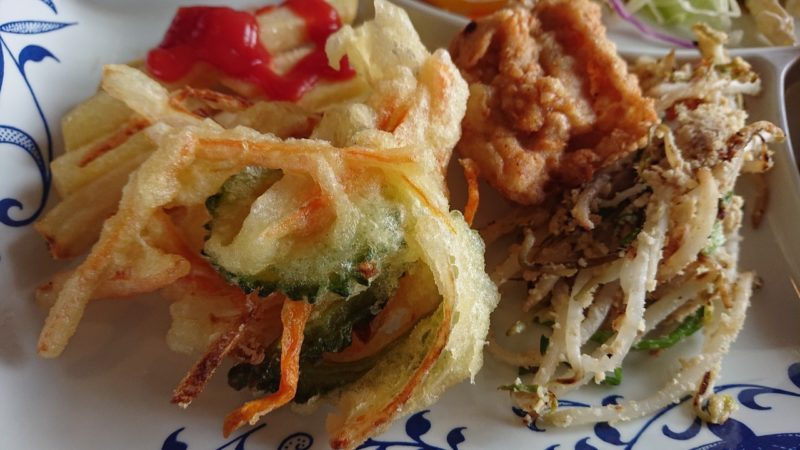 沖縄こどもの国レストラン海族工房のかきあげ、チキンなど