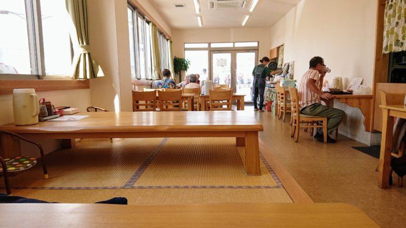 沖縄市池原和泉食堂の店内
