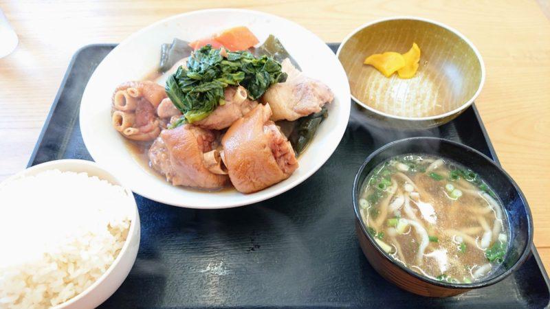 沖縄市池原和泉食堂のてびち煮付