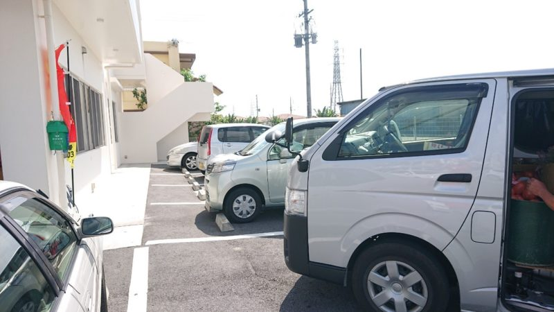 沖縄市池原和泉食堂の駐車場