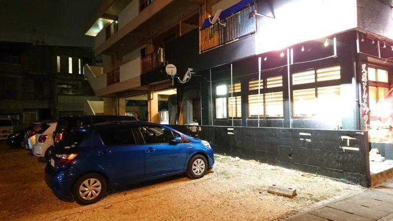 麺屋武虎沖縄市泡瀬の駐車場