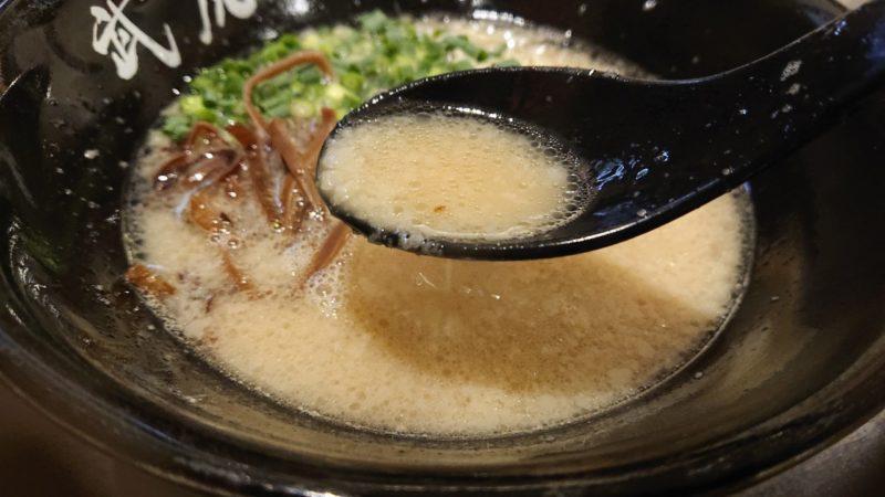 麺屋武虎沖縄市泡瀬の豚骨ラーメン