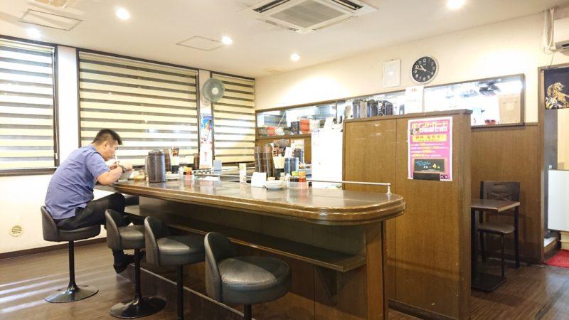 麺屋武虎沖縄市泡瀬のカウンター