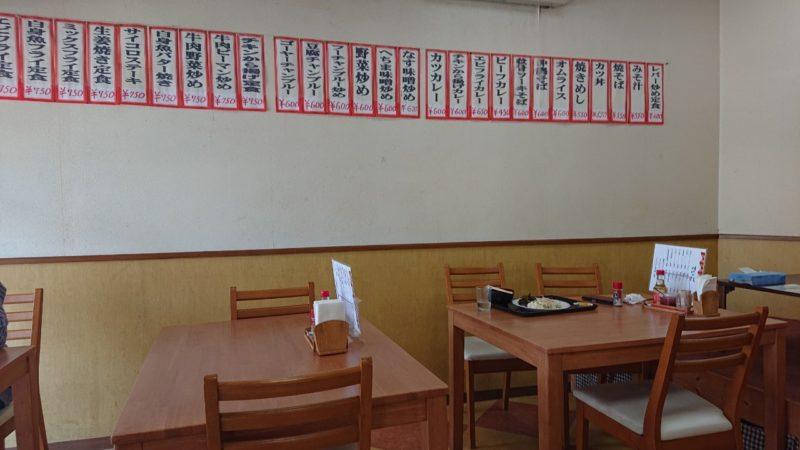 沖縄市胡屋定食とカレーの店でいごの店内