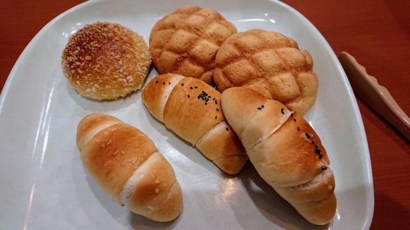 沖縄市胡屋やきたてぱんひなりのパン