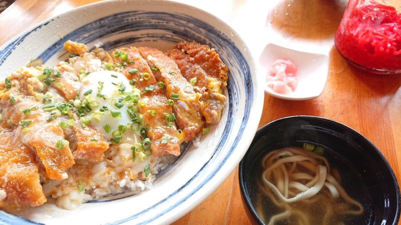 沖縄市登川ぎるー食堂のカツ丼