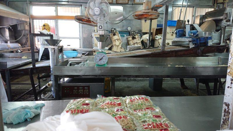 沖縄市久保田知念製麺所の内部