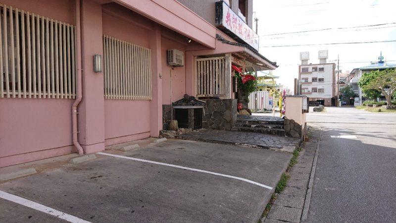 我部祖河そば沖縄市泡瀬の駐車場